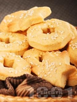 Лесни соленки със сирене крема и сусам - снимка на рецептата
